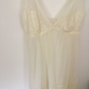 🍁 Antique white lace and sheer gown/slip